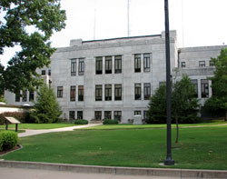 Newton County Courthouse in Neosho, Missouri (MO)